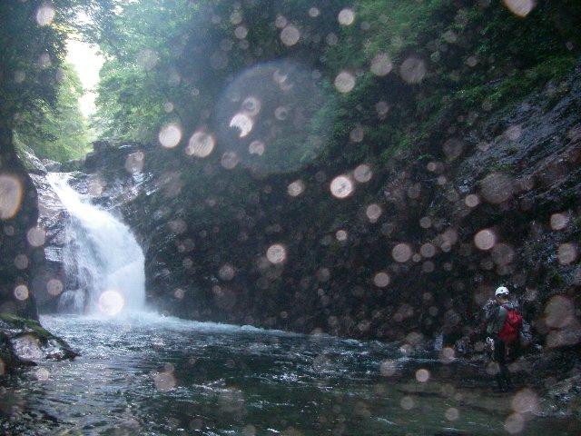 芦廼瀬川 滝と鎌田さん.jpg