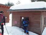 林道入口の避難小屋