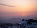 山頂から日の出を見る