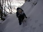 急坂を登るUDK氏